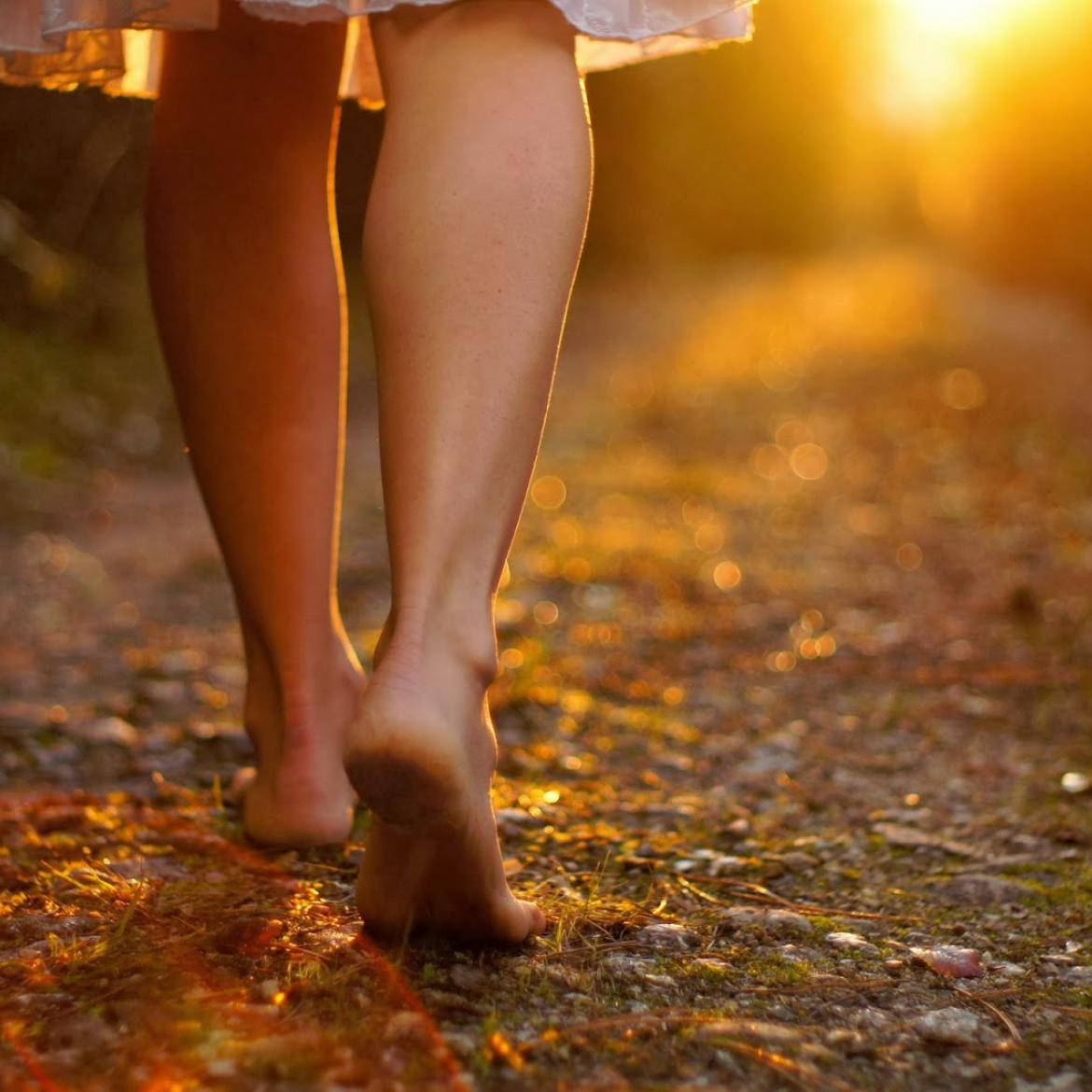 http://www.4newsmagazine.com.br/sites/default/files/barefoot-walking-credit-gerneinde-celerina.jpg